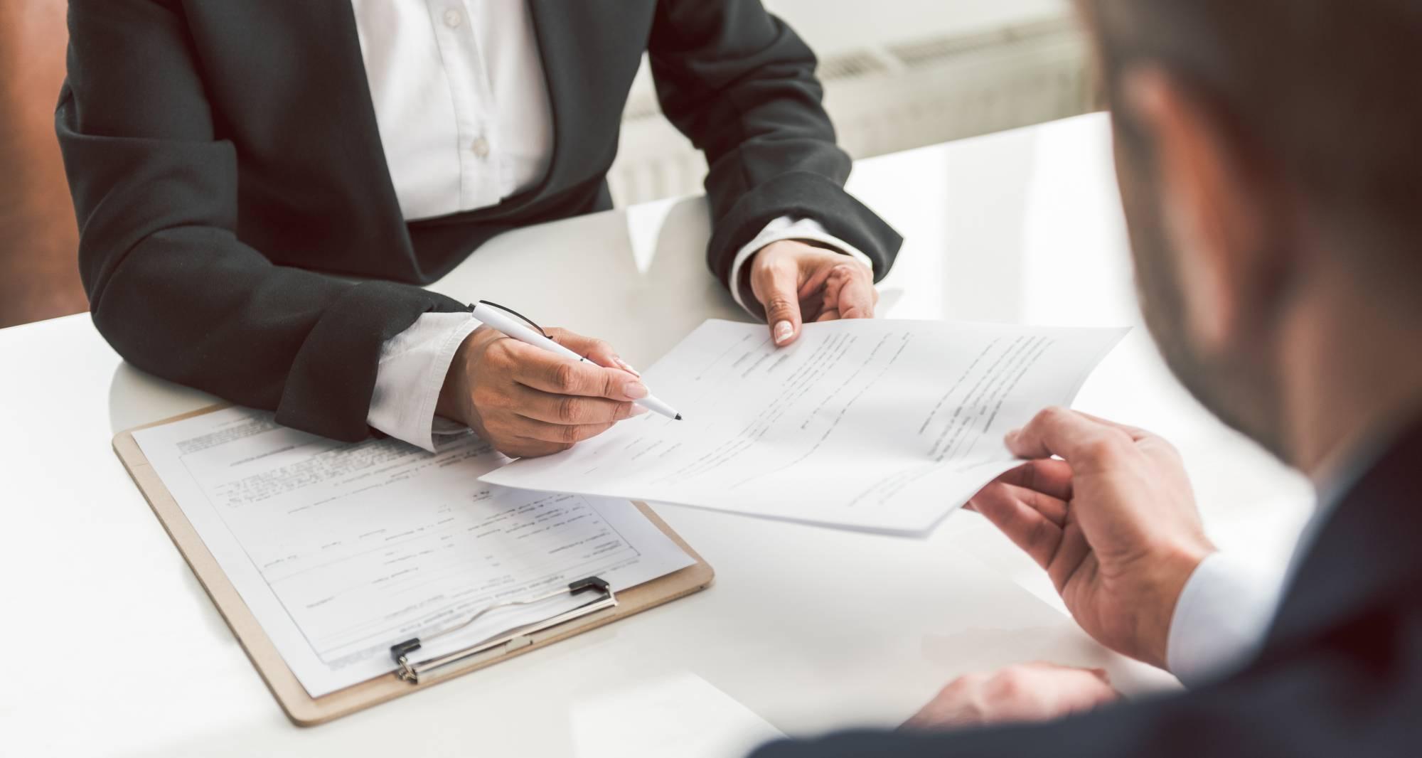 Quelles sont les obligations de l'assureur envers l'assuré à la Réunion ?